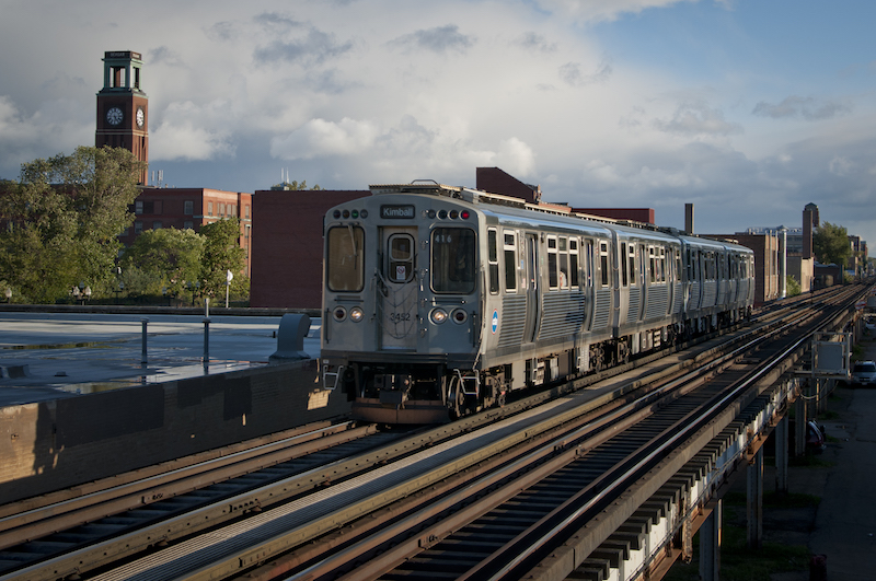 Brown line train in Ravenwood